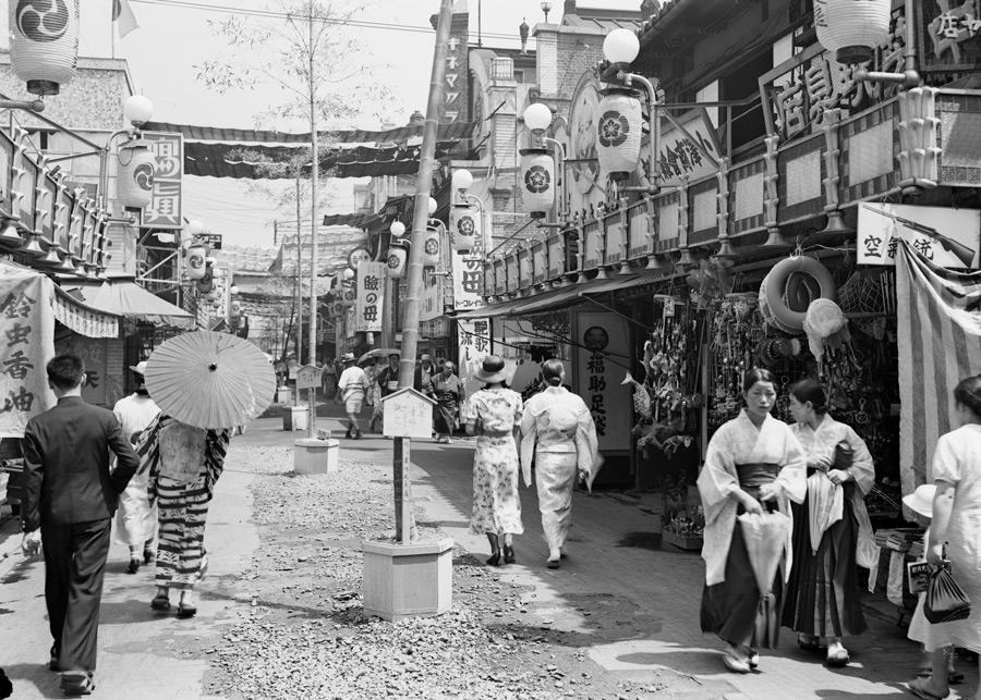 フリー写真 1920年頃の京都府新京極の風景