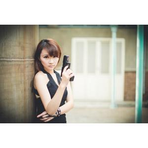 フリー写真, 人物, 女性, アジア人女性, 虹伶(00090), 中国人, 武器, 銃(鉄砲), 拳銃, ピストル, ワンピース, スパイ