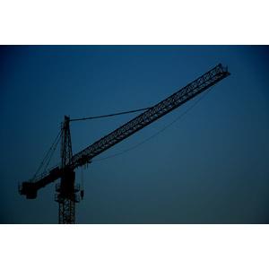 フリー写真, 風景, 建設機械(重機), クレーン, 日暮れ, 工事, 青色(ブルー)