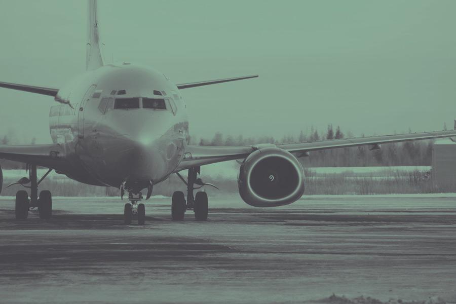 フリー写真 飛行場の旅客機