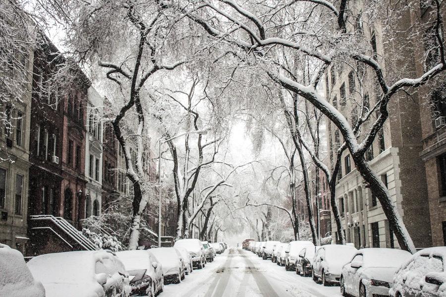 フリー写真 雪に覆われるニューヨークの通りの風景