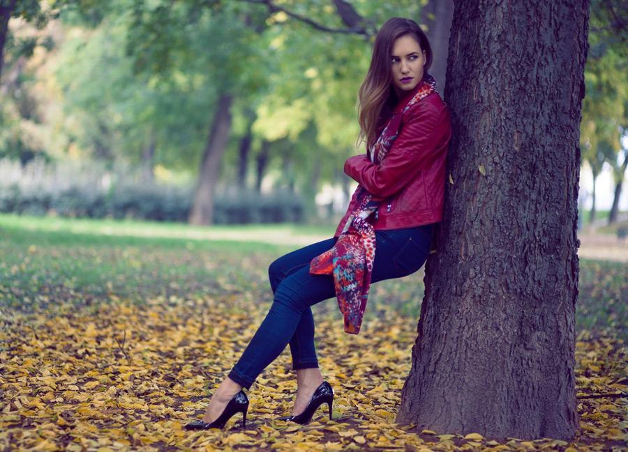 フリー写真 秋のファッションに身を包んだ外国人女性