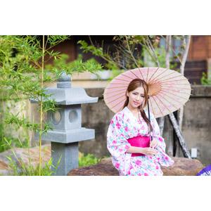 フリー写真, 人物, 女性, アジア人女性, Dora(00078), 中国人, 和服, 浴衣, 和傘, 傘, 灯籠(灯篭)