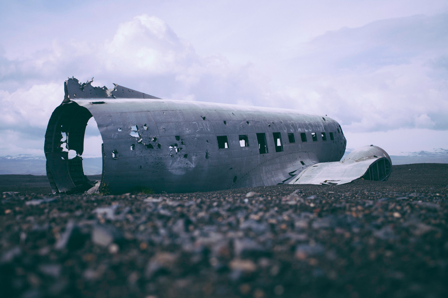 フリー写真 朽ち果てるダグラスDC-3(R4D-8)機
