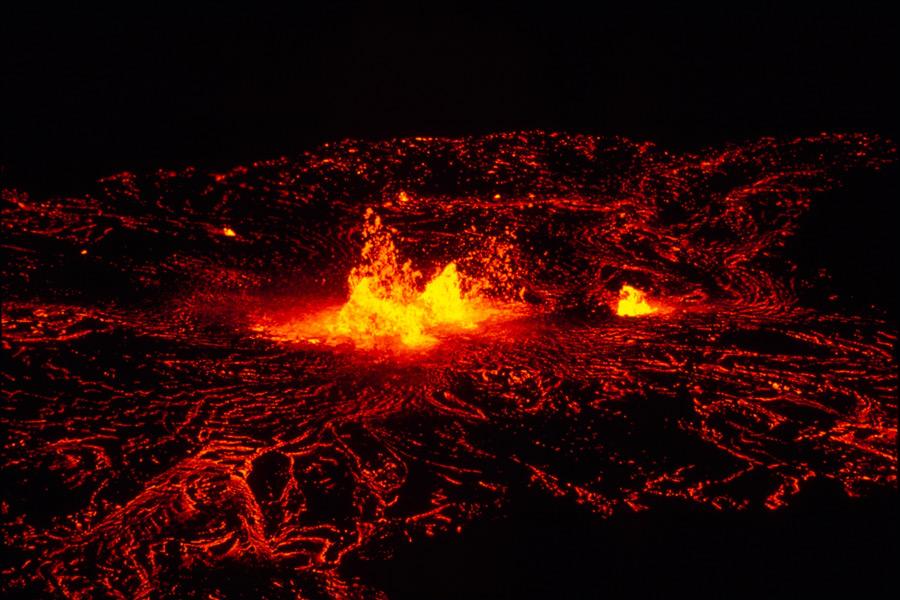 フリー写真 マグマが噴き出すキラウェア火山