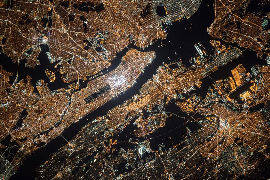 フリー写真 宇宙から見る夜のニューヨーク