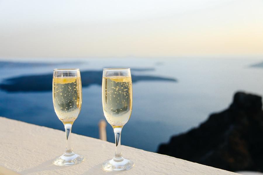 フリー写真 エーゲ海とシャンパン