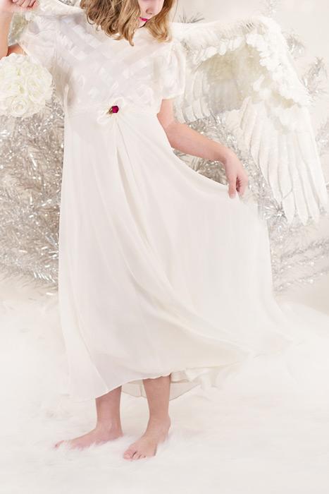 フリー写真 天使姿の少女