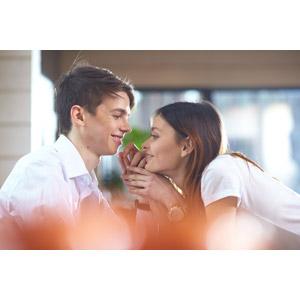 フリー写真, 人物, カップル, 恋人, 夫婦, 女性(00098), 男性(00099), 二人, 横顔, 向かい合う, 愛(ラブ)