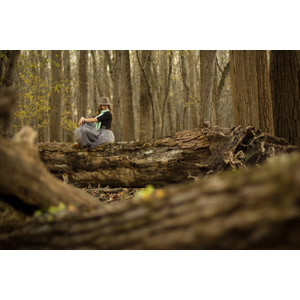 フリー写真, 人物, 女性, 外国人女性, 人と風景, 帽子, 森林, 樹木, 倒木