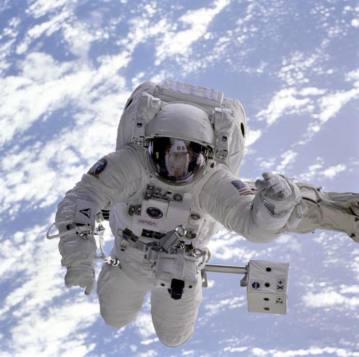 フリー写真 船外活動中の宇宙飛行士