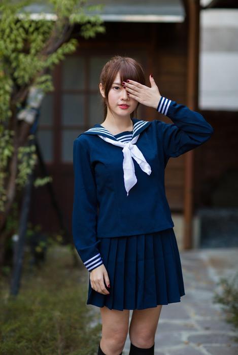 フリー写真 片目を覆う女子高生のポートレイト