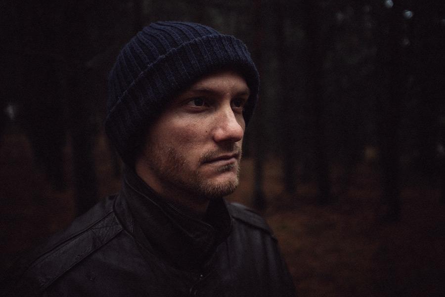 フリー写真 ニット帽を被る外国人男性