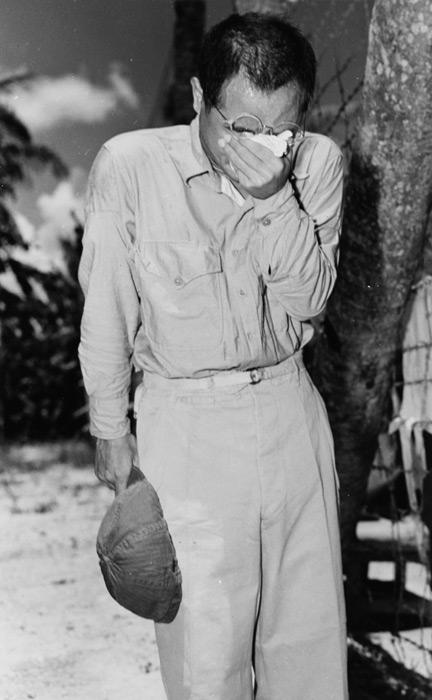 フリー写真 終戦の詔書を聞いて涙を流す捕虜の日本兵