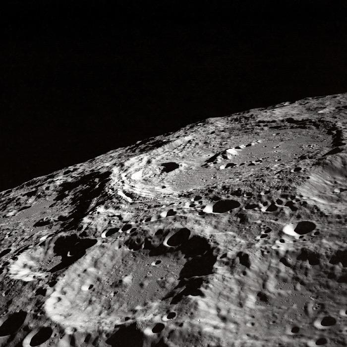フリー写真 1969年に撮影された月のクレーター