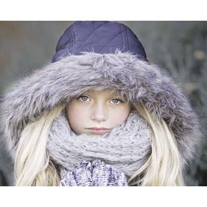 フリー写真, 人物, 子供, 女の子, 外国の女の子, 女の子(00106), フード, 金髪(ブロンド)