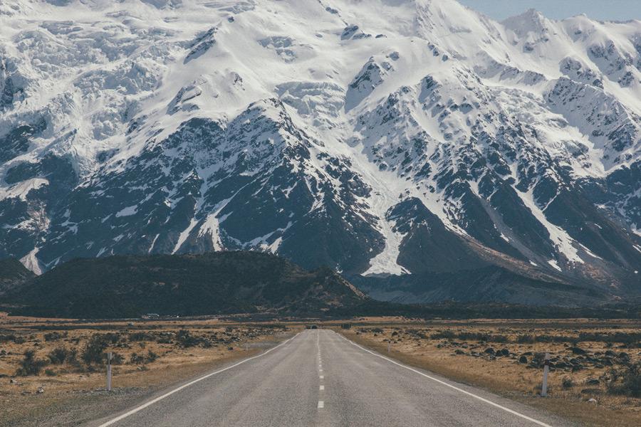 フリー写真 南島の南アルプス山脈と道路