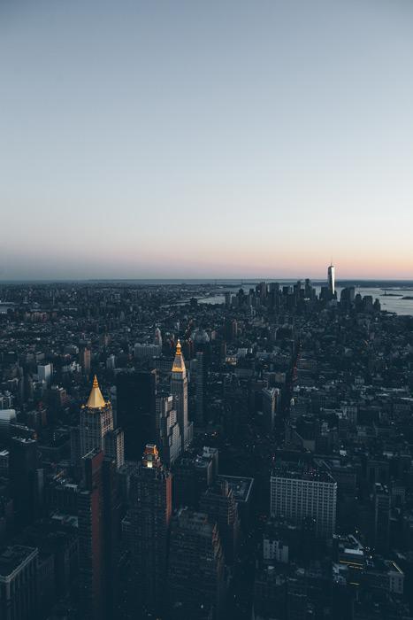 フリー写真 日暮れのニューヨークの街並み