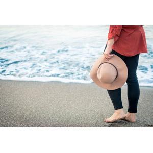 フリー写真, 人体, 脚, 足, 帽子, キャペリン, 人と風景, 砂浜(ビーチ)