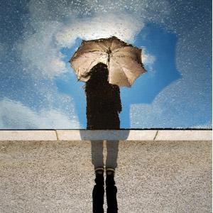 フリー写真, 人物, 女性, 人と風景, シルエット(人物), 傘, 水たまり