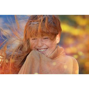 フリー写真, 人物, 子供, 女の子, 外国の女の子, 女の子(00034), 笑う(笑顔), 髪がなびく