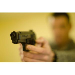 フリー写真, 人物, 男性, 外国人男性, 武器, 銃(鉄砲), 拳銃, ピストル