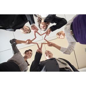 フリー写真, 人物, 集団(グループ), ビジネス, 職業, 仕事, ビジネスウーマン, ビジネスマン, 仲間, 円陣, 星(スター), ピースサイン(Vサイン)