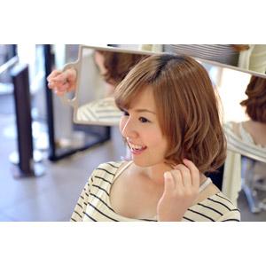 フリー写真, 人物, 女性, アジア人女性, 日本人, 女性(00086), 美容室, 髪の毛, 散髪, 鏡(ミラー)