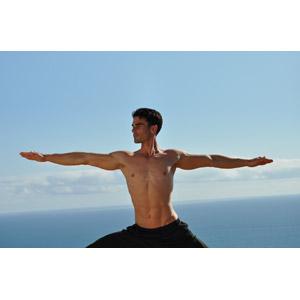 フリー写真, 人物, 男性, 外国人男性, ヨガ, 運動, 体操, ストレッチ, 手を広げる, 横顔