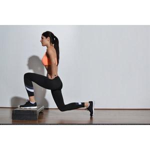 フリー写真, 人物, 女性, 外国人女性, 運動, フィジカルトレーニング, 横顔, ポニーテール, 腰に手を当てる