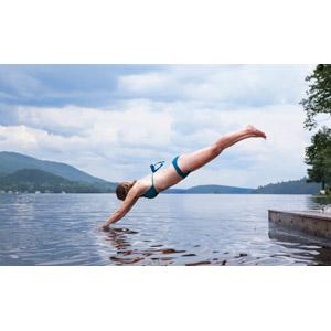 フリー写真, 人物, 女性, 外国人女性, 水着, ビキニ, 飛び込む(ダイブ), 人と風景, 湖