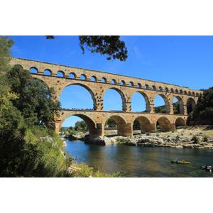 フリー写真, 風景, 建造物, 建築物, 水道橋, ポン・デュ・ガール, 遺跡, 世界遺産, フランスの風景, カヌー(カヤック)