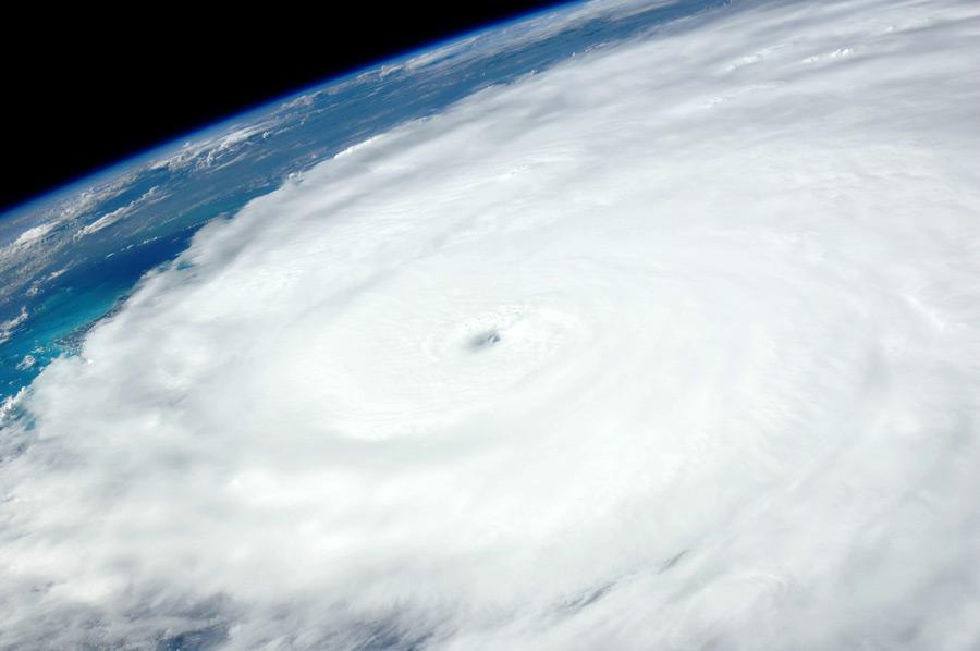フリー写真 宇宙から見るハリケーン・アイリーン