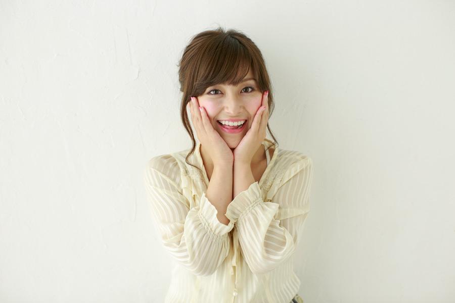 フリー写真 虫歯のポーズの日本人女性