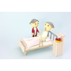 フリー写真, 人形, カップル, 夫婦, 老人, 祖父(おじいさん), 祖母(おばあさん), 病院, 入院, 病室, 医療, ベッド, 病気, 看病