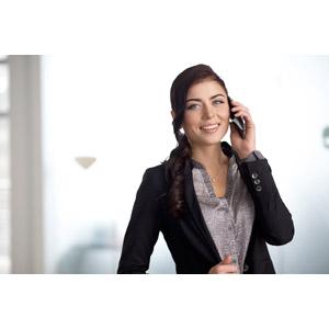 フリー写真, 人物, 女性, 外国人女性, 女性(00109), ビジネス, 職業, 仕事, ビジネスウーマン, 携帯電話, 通話, レディーススーツ