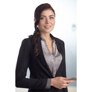 フリー写真, 人物, 女性, 外国人女性, 女性(00109), ビジネス, 職業, 仕事, ビジネスウーマン, スマートフォン(スマホ), レディーススーツ