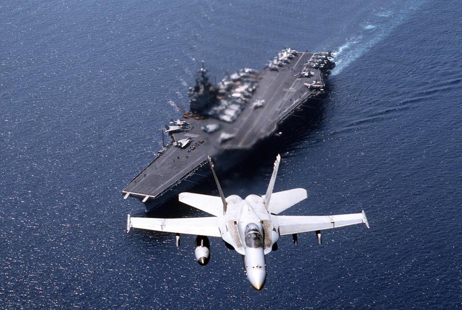 フリー写真 空母サラトガとF/A-18Cホーネット