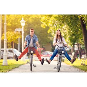 フリー写真, 人物, カップル, 恋人, 人と乗り物, 乗り物, 自転車, 二人