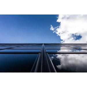 フリー写真, 風景, 建造物, 建築物, 高層ビル, 空, 青空, 雲, 鏡像