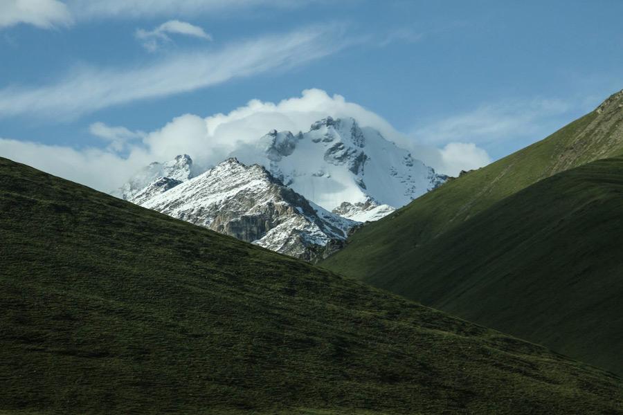 フリー写真 新疆ウイグル自治区の丘と山の風景