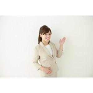 フリー写真, 人物, 女性, アジア人女性, 女性(00095), 日本人, 職業, 仕事, ビジネス, ビジネスウーマン, OL(オフィスレディ), レディーススーツ, 案内する