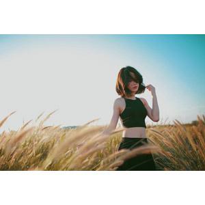フリー写真, 人物, 女性, アジア人女性, ベトナム人, 女性(00111), 草むら