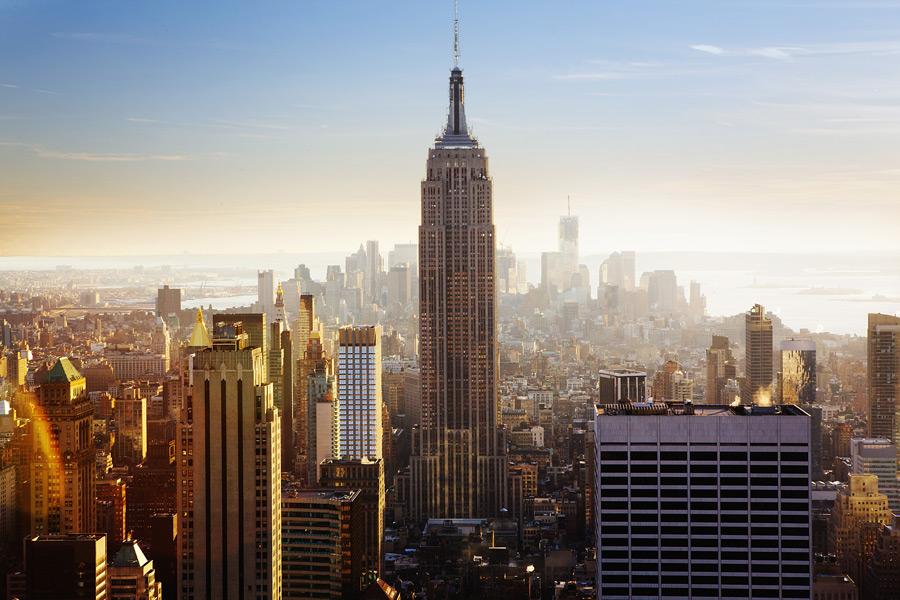 フリー写真 エンパイアステートビルとニューヨークの街並み