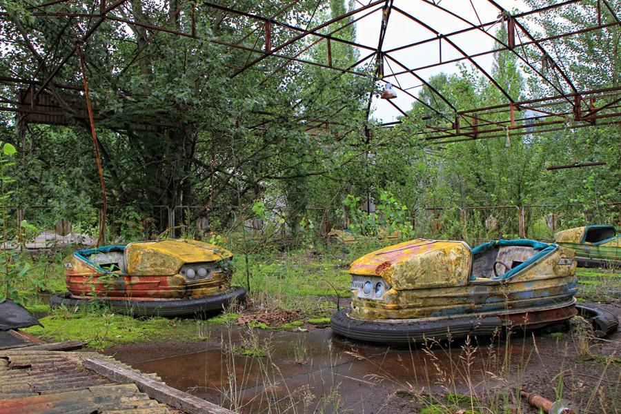 フリー写真 チェルノブイリ原発事故によって廃墟と化したプリピャチの遊園地