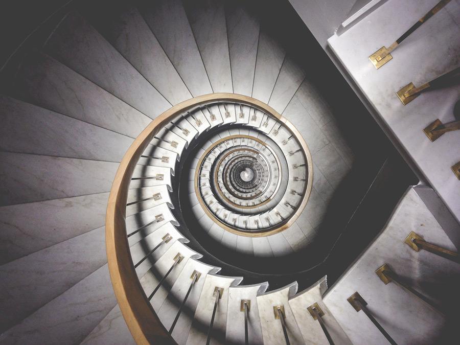 フリー写真 らせん階段の風景