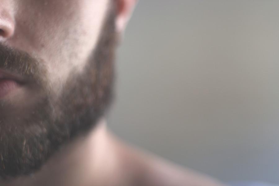 フリー写真 髭面の外国人男性の顎