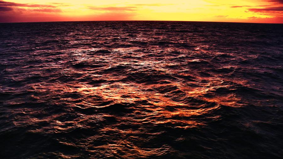フリー写真 夕暮れの海