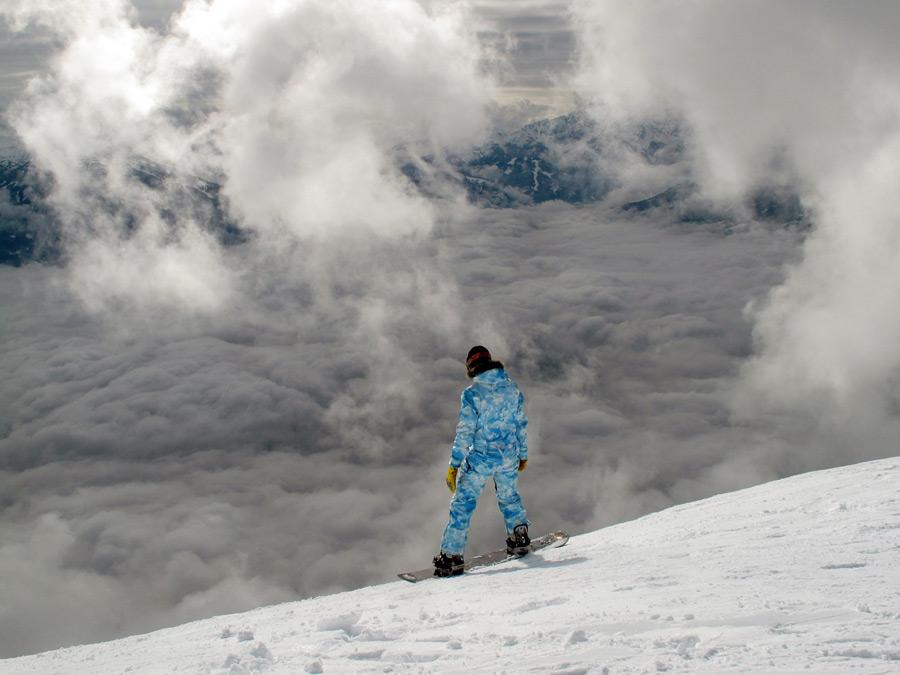 フリー写真 雲海とスノーボーダー