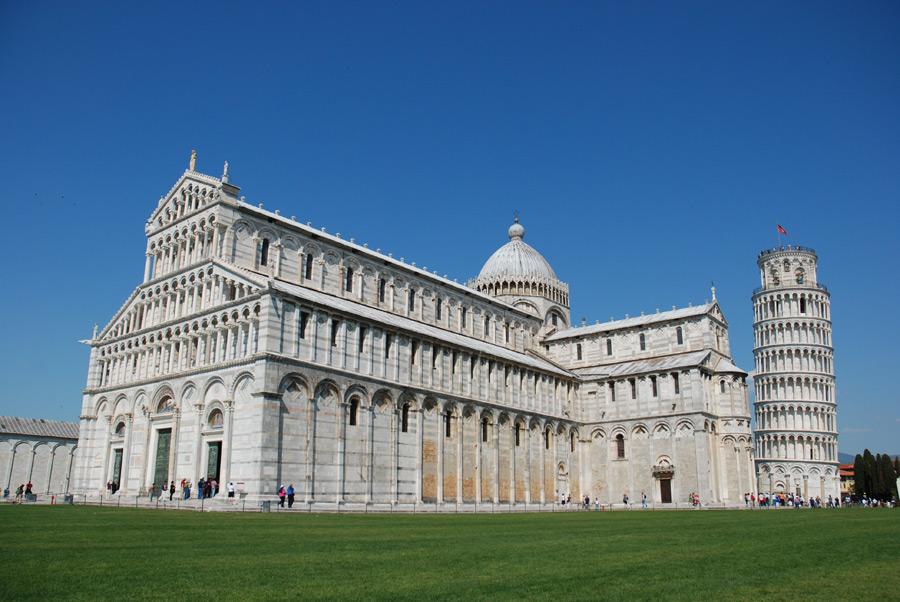 フリー写真 ピサ大聖堂とピサの斜塔